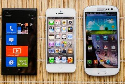 Длительность работы в веб серфинге: Samsung Galaxy S III или iPhone 5 или Nokia Lumia 900