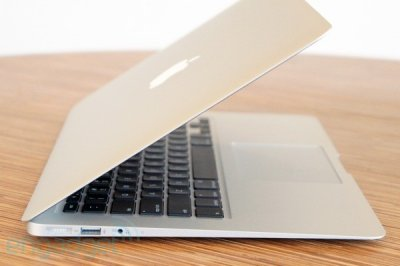 В свет выходит Mac Book Air mid 2012