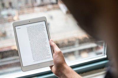 iPad для зрения полезней, чем книга!